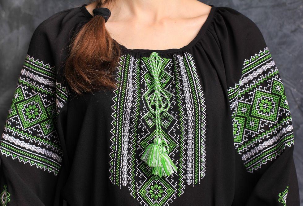 Женская блуза с зеленым орнаментом - Изображение 2