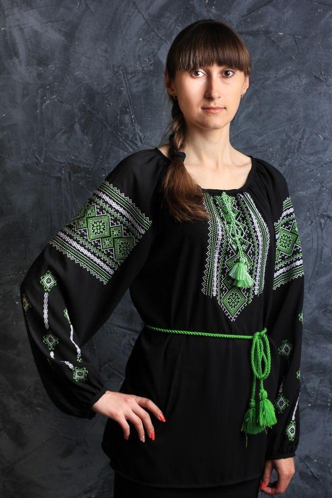 Женская блуза с зеленым орнаментом