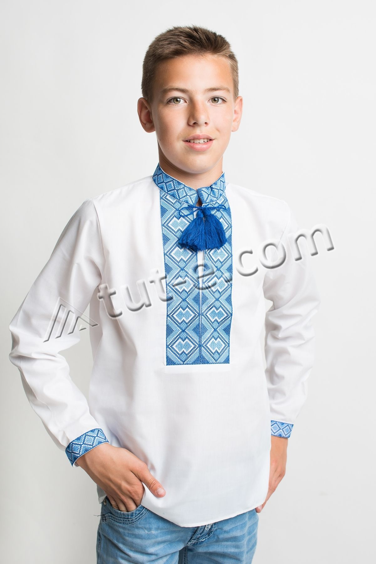 Рубашка с синим орнаментом на мальчика