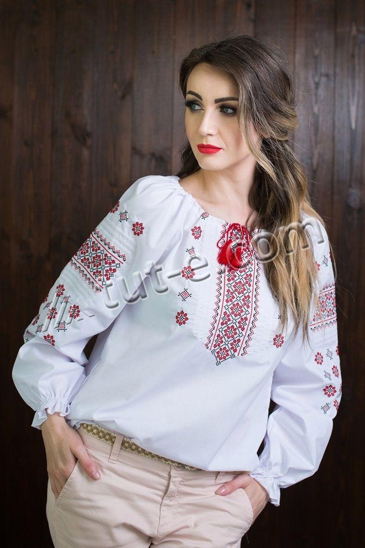 Женская вышитая блуза с орнаментом