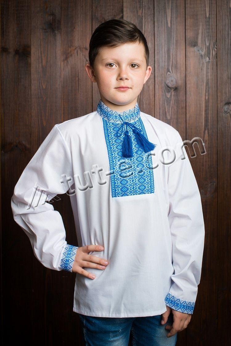 Вышиванка с синей нашивкой на мальчика