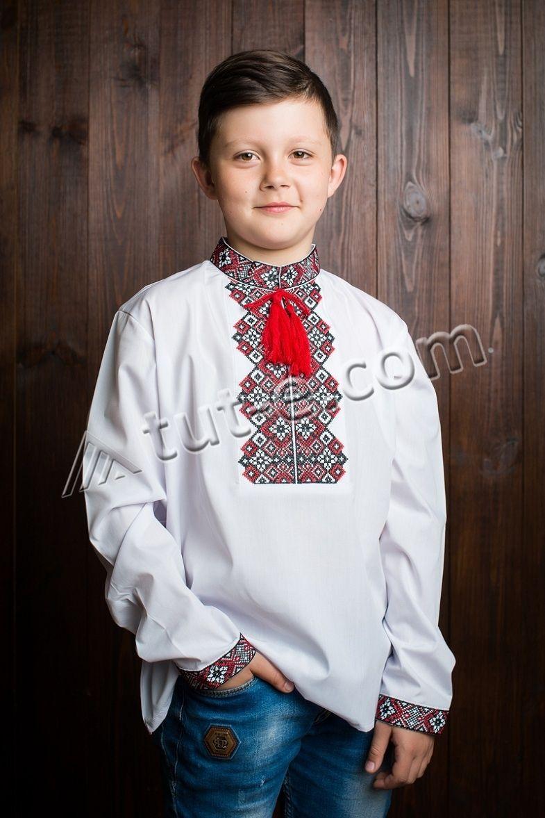 Вышиванка с бордовым орнаментом на мальчика