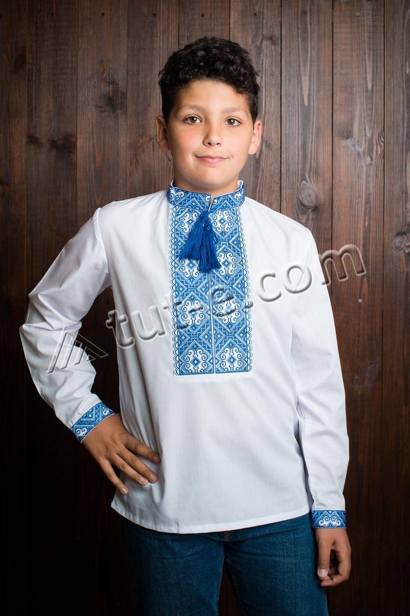 Вышиванка для мальчика с орнаментом синий квадрат