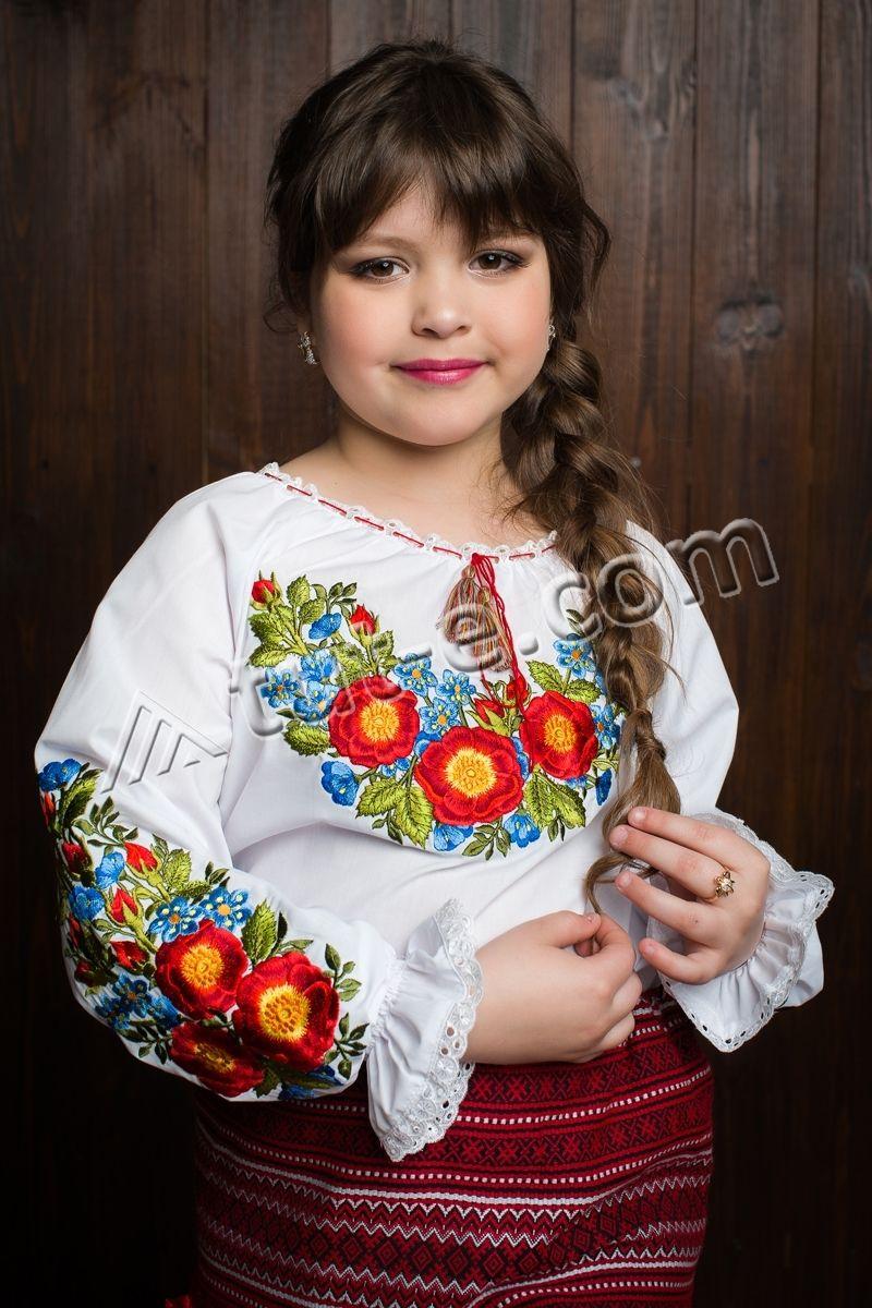 Детская вышитая блуза шипшина