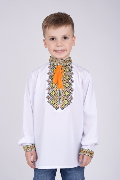 Вышиванка на мальчика яркий узор