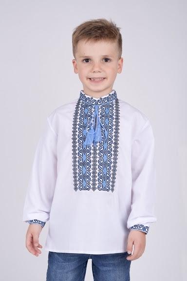 Вышиванка на мальчика с черно-голубым орнаментом